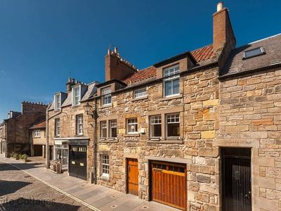 Photo for Gorgeous 5 bedroomed house in the centre of St Andrews