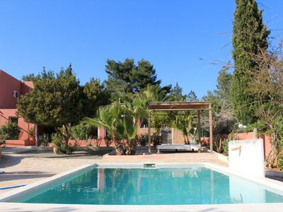 Photo for Nice 3bdr house with pool, garden and BBQ ideal for families, excellent location