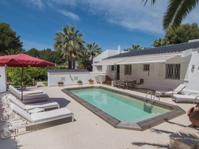 Photo for Idyllic house with tropical garden and private pool in a quiet residential area