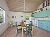 ORCHID COTTAGE-COLOURFUL BAHAMIAN COTTAGE STEPS FROM ATLANTIC BEACH