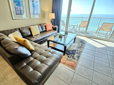 Great Space - The living room seats are comfortable, the view is spectacular, and the Florida experience is just around the corner. Book your stay at Boardwalk 805 today!