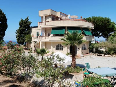 Photo for One bedroom Apartment, sleeps 2 with Walk to Beach & Shops