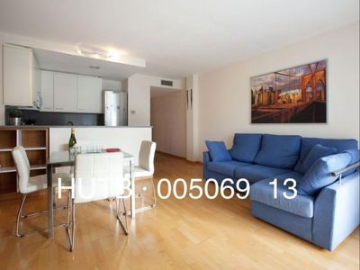 Photo for Nuevo Aribau apartment in Eixample Esquerra with WiFi, air conditioning & balcony.