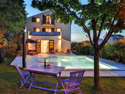 Photo for Modern villa with pool near Pula