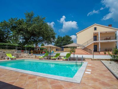 Photo for Spacious holiday house with swimming pool near Vizinada