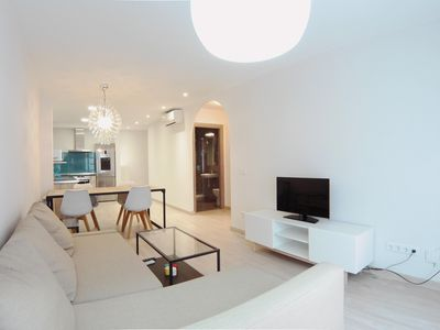 Photo for Luminoso Amor de Dios apartment in Huertas with WiFi, integrated air conditioning, balcony & lift.