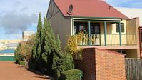 we enjoyed our stay in this property, it is in a quiet location albeit the address being Hampton Roa