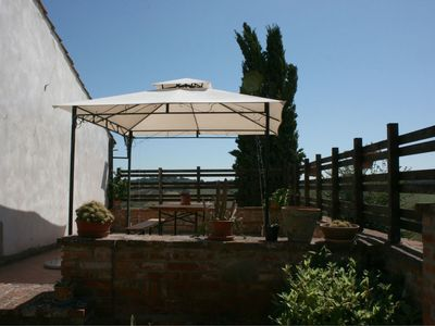 Photo for Cosy apartment for 4 people with pool, WIFI, pets allowed and parking, close to Cortona