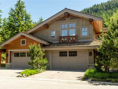 SKI IN/OUT access! Mountain Views! Private Hot Tub&Garage!