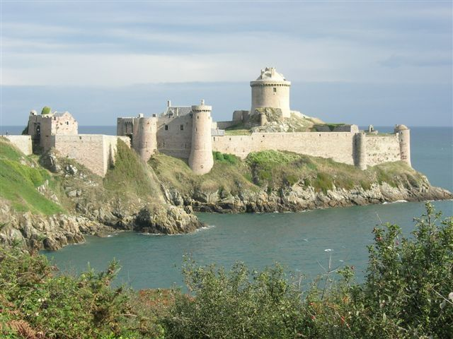 Close beach ramparts t1 bis terrace private secured for Meuble chateau fort tunisie