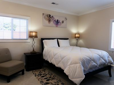 Photo for Luxurious 1 Bed 1 Bath - Living Room & Kitchenette. 600sqft.