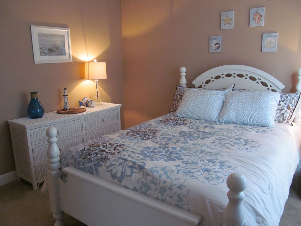 Beautiful one bedroom condo near intercoastal waterway and for Beautiful bedroom pictures only