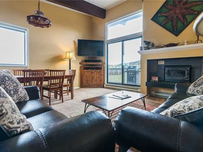 Photo for Vaulted Ceilings in this Cozy Mountain Condo! Access to Pool! CC410