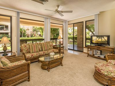 Photo for Great location! Walking distance to Hilton, shopping and beach.