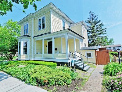 Great retreat for family & friends - 2 blocks Downtown Saratoga Springs!