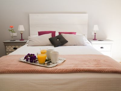 Photo for Cozy apartment only a min away from Plaza Mayor