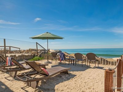 Photo for Lovely beach condo w/ full kitchen, bbq, semi-private beach area A/C Equipped