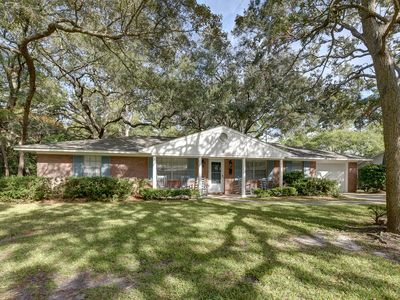Photo for Beautiful Jekyll Island home within walking distance to beach.