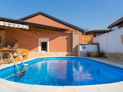 Photo for Pets friendly Holiday House Danny with Pool