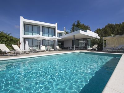 Photo for Luxury house with swimming pool and sea views