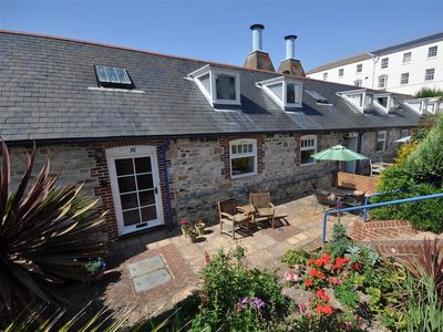 Photo for THE GABLES, pet friendly in Brewers Quay Harbour, Ref 994213