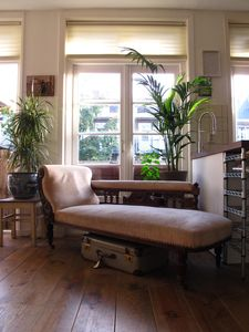 Cosy & Stylish close to Jordaan in hip area!