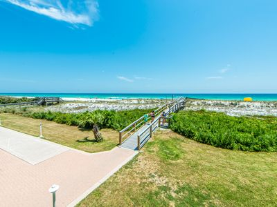 Photo for Destin on the Gulf 206☀️2BR Beachfront☀️Sep 30 to Oct 2 $531 Total! Pool View!