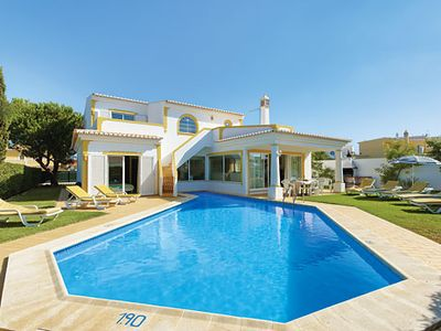 Photo for Modern in villa in quiet area, short drive to town, private pool
