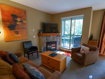 Central, Whistler Village Family Condo. Pool & Hot Tub, Free Parking & WiFi