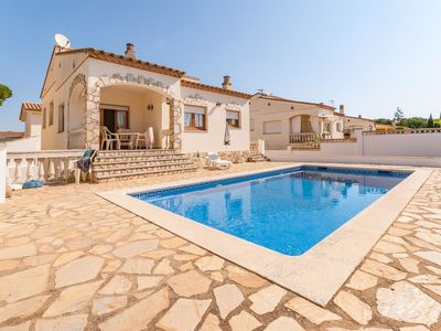 Photo for Beautiful house for 6 persons and private swimming pool in l'Escala