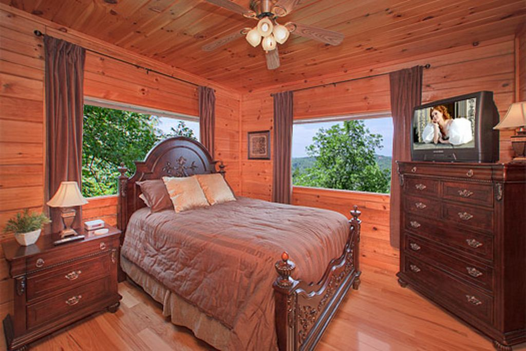Pet friendly 2 bedroom 2 bath cabin in the smokies away for 1 bedroom pet friendly cabins in gatlinburg tn