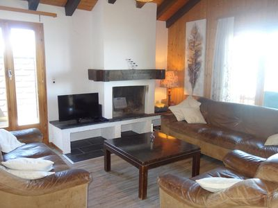 Photo for 2*, 4-bedroom-apartment for 8-10 people located in the gondola from Veysonnaz. Bright living room wi