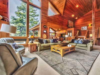 Lavish Mountain Abode, Ideal for Groups. Moments to Silver Lake Slopes