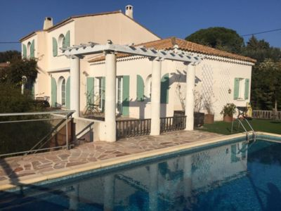 Photo for Charming villa, 5 bedrooms, sea view and pool
