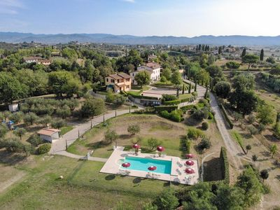 Photo for Villa Maura overlooks a dream vallery in Tuscany. Fantastic Pool, Private Garden
