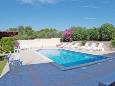 Photo for Holiday apartment with shared pool in village Banjole