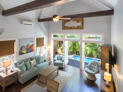 "Photo for ""CONCH HEAVEN"" ~ Stylish 2B/2Ba, Sleeps 6 in Old Town, Cocktail Pool & Grill!"