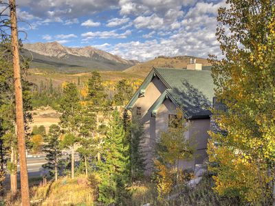 Photo for Massive Views, Affordable Luxury And Only 3 Miles To Main Street And Skiing