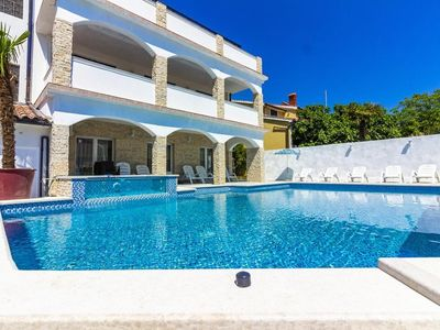 Photo for Villa Mayestic with pool for up to 20 people.