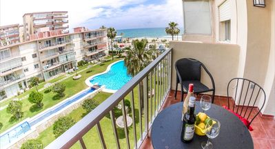 Photo for Stunning, modern 1 bedroom apartment right on Fuengirola Beach with Pool and AC!