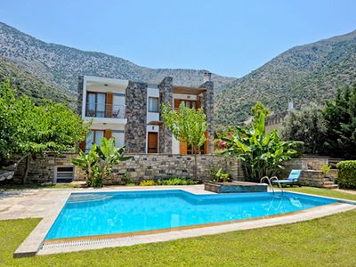 Photo for Luxury villa with private pool, large garden, sea view, near the beach