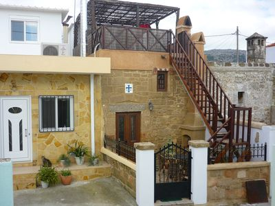 Superb stone built cottage with courtyard and roof garden, 5km from Haraki Bay.
