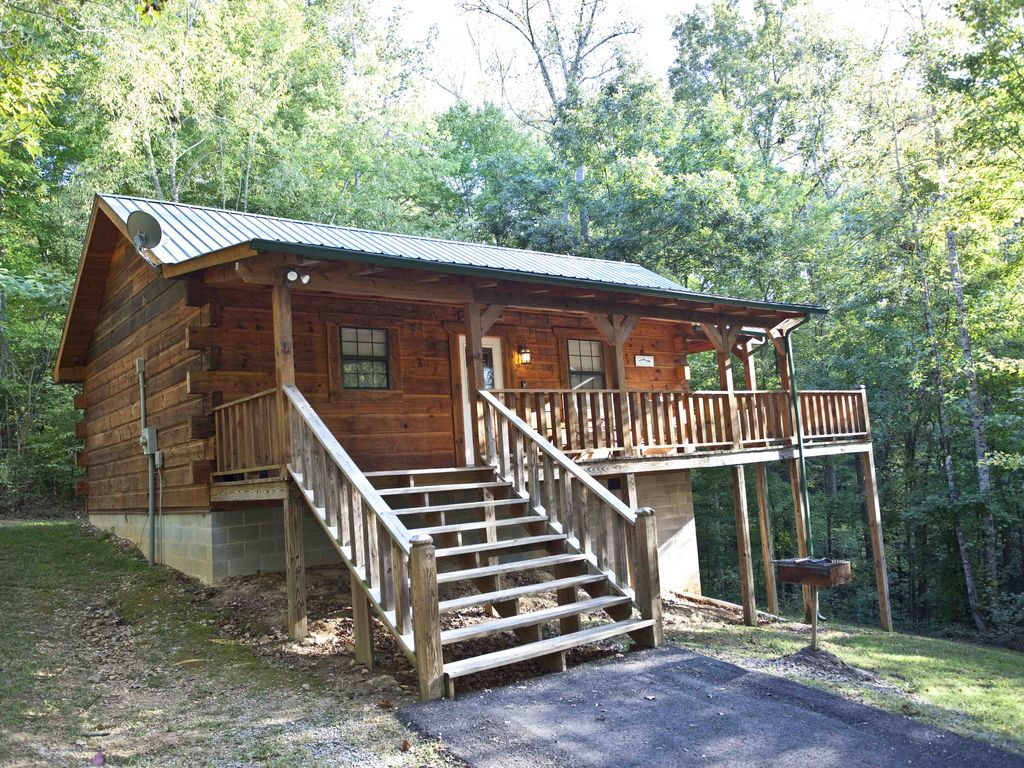 Cozy studio log cabins with hot tubs and wifi deer cabin for Deals gap cabin rentals