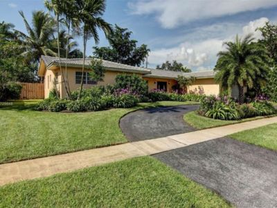 Photo for 5 Bedroom 4 Bath Minutes from the beach and Casino