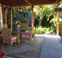 Charming, romantic, light filled, patio, garden, close to beaches, park, tennis