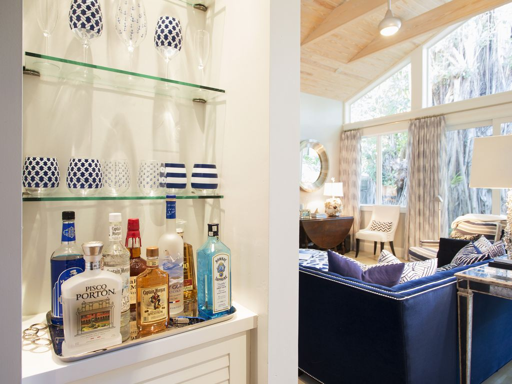 """""""BLUE BANYAN""""~Modern Luxury Steps From Fine Dining in the Heart of Old Town!!"""