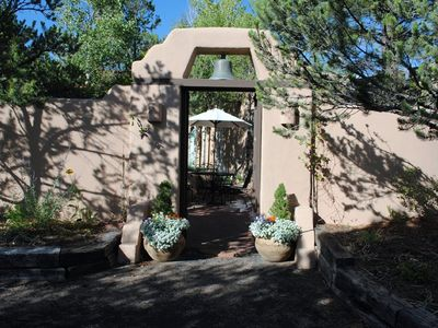 Photo for MOUNTAIN & SUNSET VIEW PRIVATE 1 LEVEL GATED COMMUNITY CLOSE TO PLAZA&CANYON RD