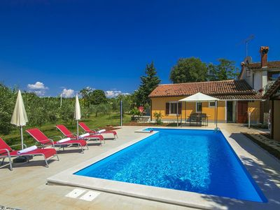 Photo for Well-maintained holiday home with private swimming pool near Kaštelir, 12 km away from the beach