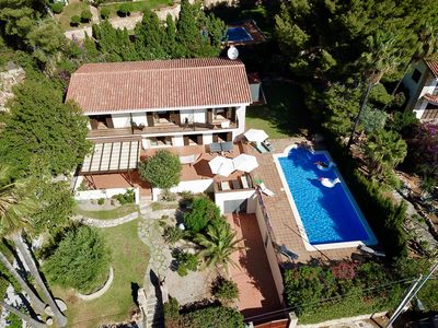 Villa has large grounds & pool in a secluded location overlooking the sea.