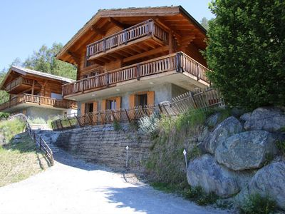 Photo for 4*, 6-bedroom-chalet for 12 people located at 1 km away from the slopes in a calm and sunny environm